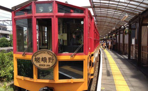 趁着枫叶季,推荐您乘坐嵯峨野トロッコ电车观赏哦