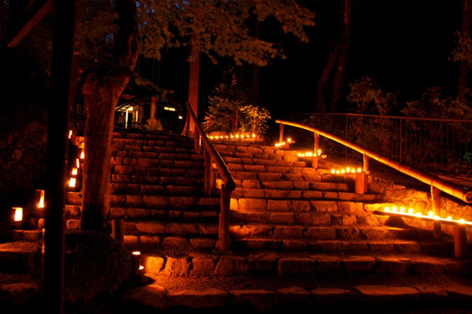 歷史悠久的伫立在山村中的「三千院」