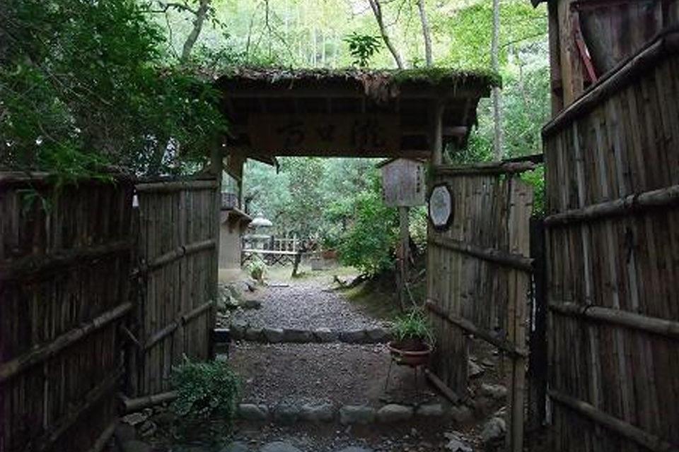 瀧口寺至今仍流傳著平家物語的傳說