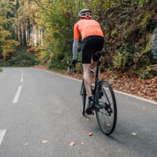 騎著公路自行車遊覽京都的楓葉名勝!