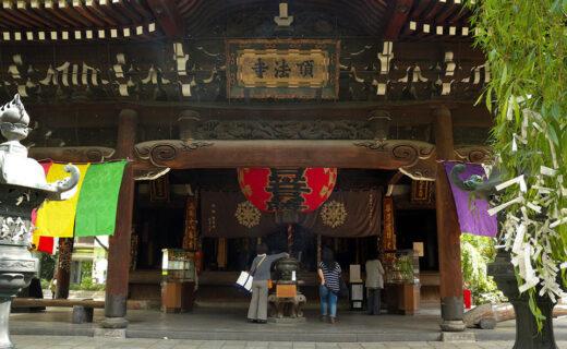 說到能在京都中心部欣賞楓葉的名勝,那就是六角堂!
